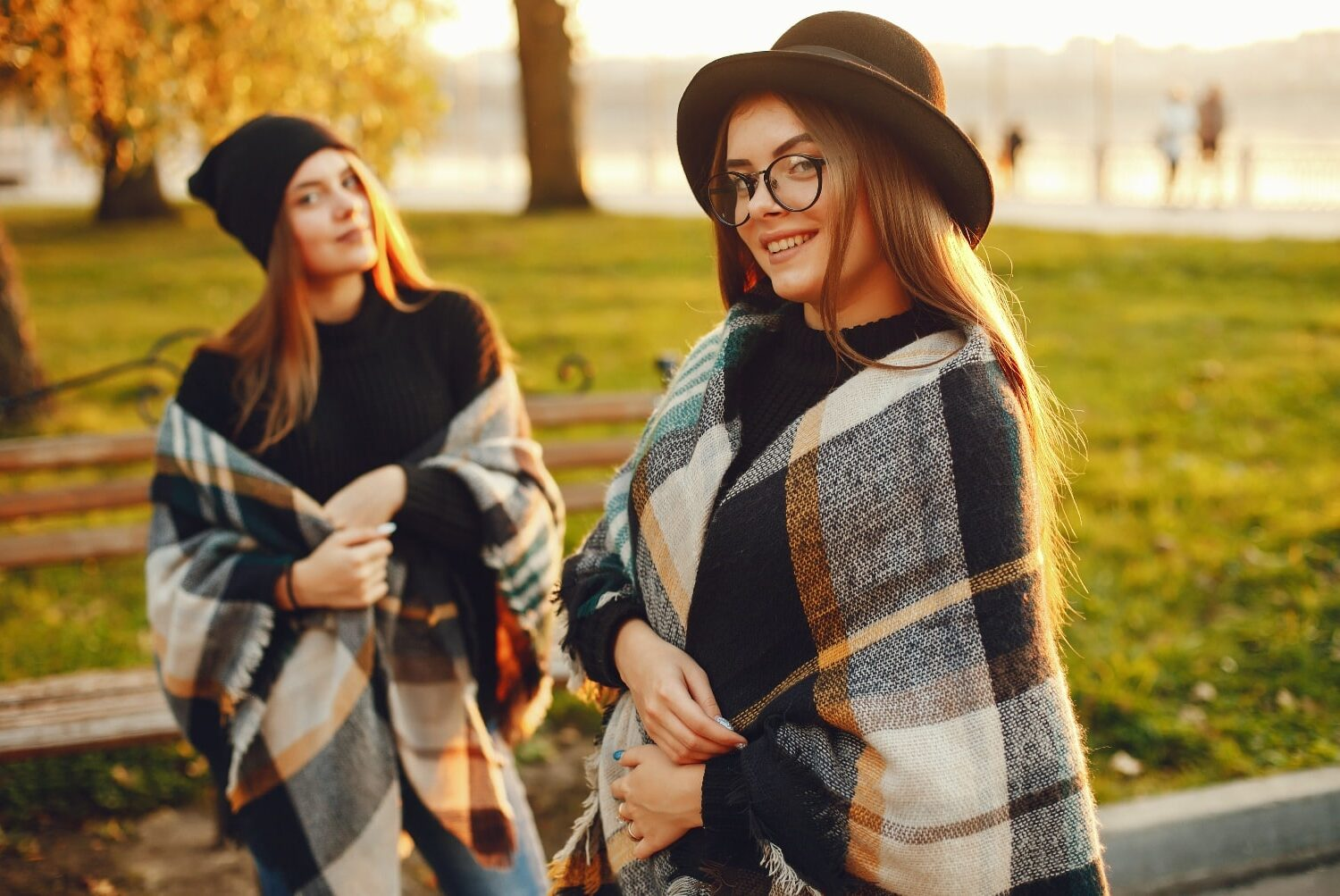 girls-in-the-city-QFBZJDN-min