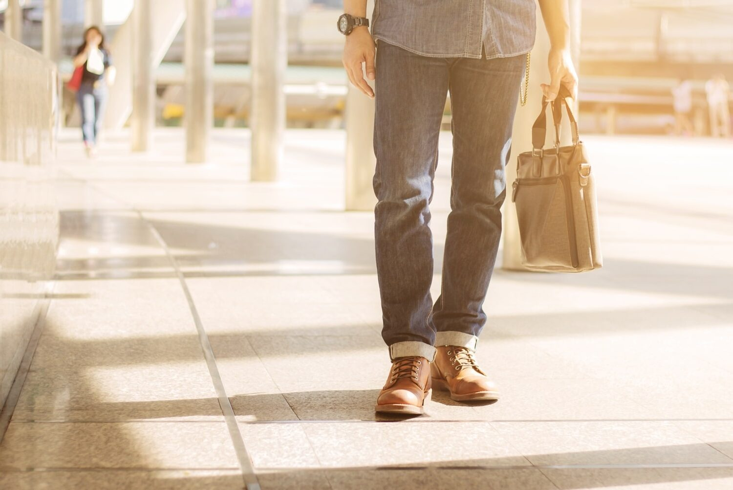 man-holding-leather-bag-in-city-T463A8M-min