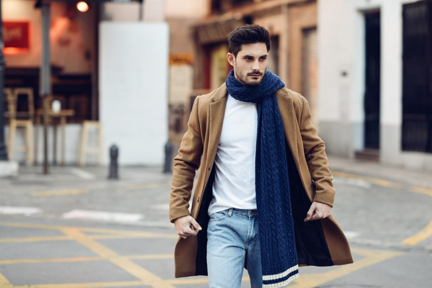 young-man-wearing-winter-clothes-in-the-street-PSZFEBV-min